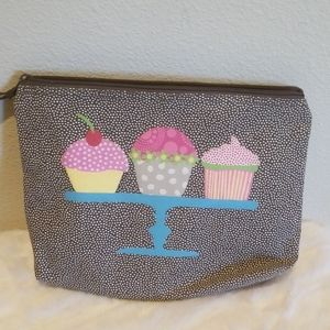 Thirty-One Cupcake Pouch